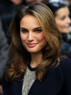 Natalie Portmans gorgeous, wavy hairstyle