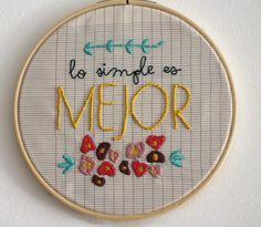 Mejores proyectos de bordado del 2013 / Best embroidery projects of 2013 / Meilleurs projets de brodérie de 2013 - Marta Parra http://unamamadisenadora.com/lo-simple-es-mejor-tipografia-bordada/