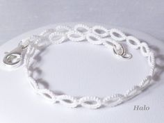 Tatted Lace jewelry Bridal Bracelet -Halo in white for weddings brides bridesmaids.     Pulseira em frivolité