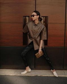 A Chic Leather Outfit to Copy This Week Star Fashion, Daily Fashion, Fashion Trends, Fashion Photo, Petite Outfits, Cute Outfits, Paws T Shirt, Skinny Leather Pants, Instagram Outfits