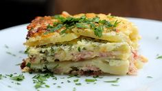 Cheesy Ham Potato Bake - Twisted 3 large potatoes, thinly sliced 400g shredded ham 400g sliced mozzarella small bunch chopped parsley 200g grated cheddar cheese 300ml cream 2 eggs salt and pepper