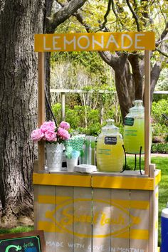 d.i.y. lemonade stand.