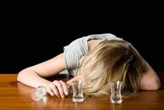 How to Get Over a Hangover? Remedies to get rid of a hangover. Ways to cure hangover naturally. Remedies for hangover treatment. The Hangover, Natural Hangover Cure, Best Hangover Cure, Hangover Helpers, Natural Home Remedies, Herbal Remedies, Health Remedies, Very Bad Trip, Home Remedies
