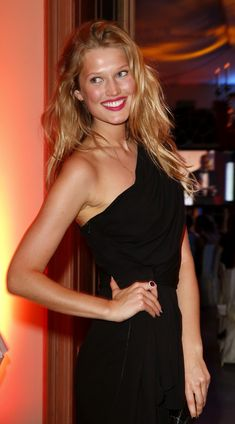 Cleavage Antonia Toni Garrn nude (95 photos) Sideboobs, YouTube, swimsuit