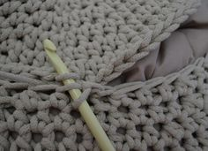 Háčkovaný puf s fotopostupem Merino Wool Blanket, Diy And Crafts, Projects, Home Decor, Ideas, Crochet Pouf, Tejidos, Do It Yourself Crafts, Log Projects