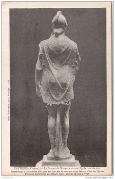 9) MINERVE DE POITIERS: .. s'entourent de fortifications pour se mettre à l'abri d'un coup de main. Elles se resserrèrent et les édifices en dehors de l'enceinte furent abandonnés; c'est ce que montrent, à Poitiers comme à Bordeaux, les nombreux débris de monuments utilisés pour la construction de la muraille gallo-romaine. Or l'endroit où a été découvert la statue se trouve en dehors de l'enceinte gallo-romaine, dont on suit très nettement la direction et dont il subsiste de nombreux ....
