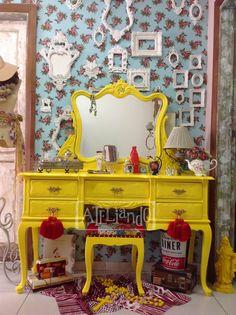 Ateliando - Customização de móveis antigos  Nosso atelier é especializado em todos os tipos de móveis vintage, restauramos, revendemos, customizamos e quando nada disso atende também fabricamos!
