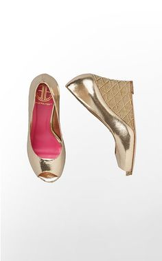 Lilly Pulitzer Resort Chic Wedge - My all time favorite shoes. Gold Wedges, Cute Wedges, Crazy Shoes, Me Too Shoes, Gold Shoes, Gold Pumps, Bronze, Strappy Heels, Shoes
