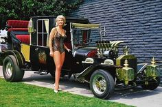 Historical Times - Actress Pat Priest, aka Marilyn Munster of TV's The Munsters, with the family car, the Munster Koach The Munsters, La Familia Munster, Marilyn Munster, Xingu, Pt Cruiser, Kustom Kulture, Car Girls, Hot Cars, Custom Cars