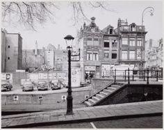 Amsterdam, Korte Prinsengracht met Eenhoornsluis. Rechts de Haarlemmerdijk. 1959