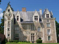 49 Villevêque, forteresse du 12°s!: Musée-chateau