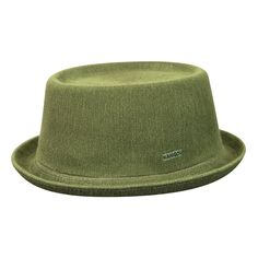 The Bamboo Mowbray is a stylish & timeless hat that takes its name from the premium British delicacy, the Pork Pie. It has a oval crown with an indent & an up turned brim. At Kangol®, our Bamboo is made using the government approved viscose process.