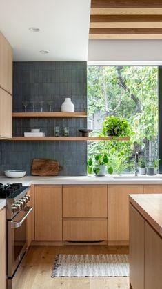 Home Decor Kitchen, Interior Design Kitchen, New Kitchen, Home Kitchens, Kitchen Ideas, Kitchen Wood, Apartment Kitchen, Kitchen With Plants, Kitchen Furniture