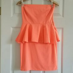 HPNWOT ZARA DODA DRESS sz Med Neon Florescent Orange Peplum Dress, new with some tags not all. This is size medium, and hard to find. I purchased this for myself at a local consignment boutique for summer, but it's just too small for me and I know it's not going to happen by summer. I paid $75, so I'm just trying to recoup what costs I can  Smoke and pet free home. Please use the offer button! OMG! Host Pick 5/21/16    Weekend Wear by @emjhere Zara Dresses Strapless