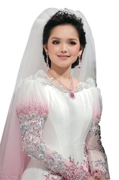 Siti Nurhaliza, Ugly Girl, Coffee And Books, Ao Dai, Every Woman, Singer, Gowns, Wedding Dresses, Face