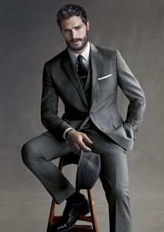 Grey pinstripe suit my style mad men fashion, fashion и mens fashion:cat. Business Portrait, Corporate Portrait, Gentleman Mode, Gentleman Style, Dapper Gentleman, Jamie Dornan, Mad Men Mode, Grey Pinstripe Suit, Grey Suits