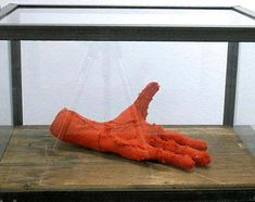 Louise Bourgeois, Hand, 2001 – mixed mediums, x x cm – Xavier Hufkens Gallery, Brussels Textile Sculpture, Sculpture Art, Louise Bourgeois Art, Contemporary Artists, Contemporary Sculpture, Jean Arp, Show Of Hands, Art Students League, Ceramics Projects