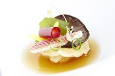 Ravioli au foie gras, anguille fumée et consommé de canard. Yves Mattagne. www.culinariasquare.com