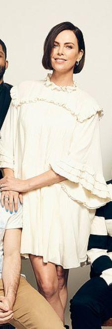 Who made Charlize Theron's white pleated dress? Jennifer Hudson, Kate Hudson, Charlize Theron Style, Fashion Dictionary, Rachel Bilson, Zoe Saldana, Kate Bosworth, Nicole Richie, Pippa Middleton