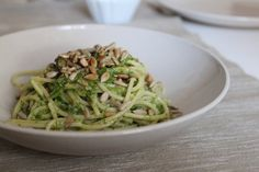 Spaghetti con crema di rucola, pompelmo e semi di girasole ricetta