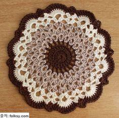 64 ideas for crochet blanket pattern circle granny squares Crochet Carpet, Crochet Home, Crochet Crafts, Yarn Crafts, Crochet Projects, Knit Crochet, Crochet Mandala Pattern, Crochet Circles, Doily Patterns