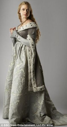 Rebecca Ferguson as Elizabeth Woodville in The White Queen Rebecca Ferguson, Elizabeth Woodville, Medieval Costume, Medieval Dress, Renaissance Dresses, Medieval Fashion, Medieval Clothing, Historical Costume, Historical Clothing