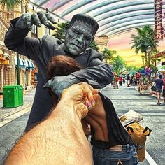 Photographer's Pictures Of His Girlfriend Leading Him Around The World Go Viral Frankenstein attacks Natalia at Singapore's Universal Studios Murad Osmann, Travel Around The World, Around The Worlds, Romantic Photography, Nude Photography, Creative Photography, Universal Studios Florida, Photographer Pictures, Ends Of The Earth
