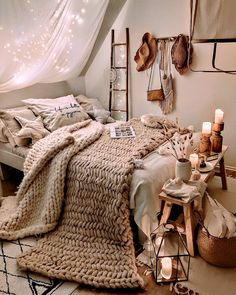 This bedroom is so dreamy! ✨ We wouldn't mind working-from-home in this cozy bed 😍 📷: Small Room Bedroom, Room Ideas Bedroom, Cute Bedroom Decor, Couple Bedroom, Bedroom Ideas For Small Rooms Cozy, Apartment Bedroom Decor, Boho Bed Room, Bedroom Wall, Cute Bedroom Ideas For Teens