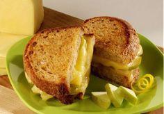 Sandwich grillé au fromage Havarti et pommes épicées
