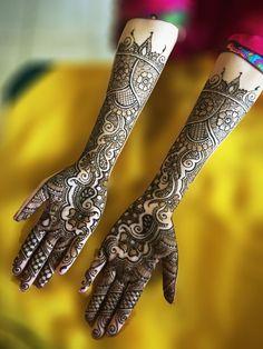 2015 Mehndi Maharani Finalist: Henna By Afshan http://www.maharaniweddings.com/gallery/photo/50966