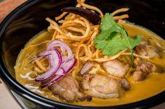 Riverboat Noodles - leichte & knusprige Eiernudel- suppe, Hühnchen, Kokos-Tumicunibrühe, Zitronengras, Zwiebel, eingelegter Chop Soi Kohl #Sushi #AsianFood #Food #Asian #Pacific #Kitchen #Germany #USA #Japan #Bonn #Stuttgart #GinYuu #Food4Life #Rice #Noodles #Curries