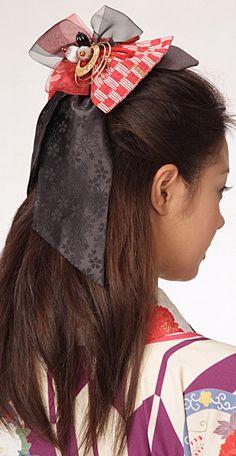 矢がすり模様が大正ロマンをおもわせるリボン形の髪飾りです。 クラシカルな着物に合わせれば、たちまち「ハイカラさん!」の誕生!