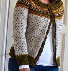 med pinner: Damejakka Loppa ~ this divine yoke cardigan designed by Pinneguri is sized 80cm through to 120cm and knitted top down with a steek