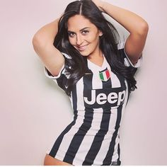 Football Girls, Football Outfits, Soccer Fans, Football Fans, Nfl, Hot Fan, Juventus Fc, Girls Jeans, Sport Girl