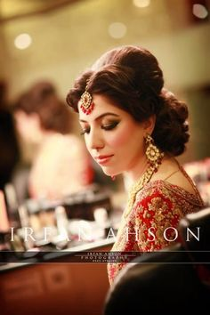 NOTE: Good for short hair Pakistani Bridal Makeup Bridal Looks, Bridal Make Up, Pakistani Bridal Makeup, Indian Wedding Hairstyles, Asian Bridal, Party Makeup, Her Hair, Wedding Styles, Desi