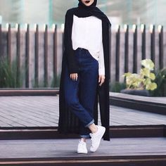 OOTD Hijab _ Minimal _ We Heart It hijab casual simple – Hijab Fashion 2020 Hijab Casual, Ootd Hijab, Hijab Chic, Islamic Fashion, Muslim Fashion, Modest Fashion, Fashion Outfits, Hijab Mode Inspiration, Hijab Stile