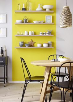Paint walls and woodwork Colors, Classic Duvet Satin, euros the pot of liters, Castorama. Modern Kitchen Paint, Yellow Accent Walls, Yellow Accents, Interior Design Boards, European Home Decor, Traditional Decor, Home Decor Trends, Accent Decor, Sweet Home