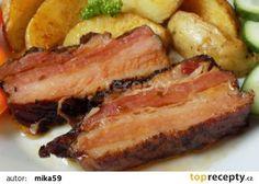 Uzený bůček pečený s brambory v jednom pekáčku recept - TopRecepty.cz