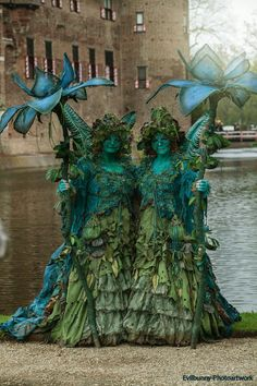 "Pair of fairies from ""Elfia"", the Elf Fantasy Fair in the Netherlands. Halloween Karneval, Halloween Kostüm, Halloween Costumes, Costume Original, Faerie Costume, Costume Venitien, Fairy Dress, Midsummer Nights Dream, Fantasy Costumes"