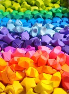 Rainbow DIY Paper Project Torn From The Sky - DIY Fold Lucky Paper Stars rainbow of little paper stars, very creative Love Rainbow, Taste The Rainbow, Over The Rainbow, Rainbow Colors, Vibrant Colors, Rainbow Gif, Rainbow Brite, Rainbow Things, Rainbow Images