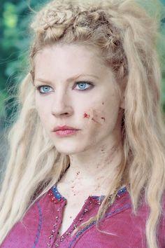 by Winnick 🇨🇦 Lagertha Lothbrok, Lagertha Hair, Artiste Martial, Katheryn Winnick Vikings, King Ragnar, Thor, Vikings Tv Series, Shield Maiden, Viking Woman