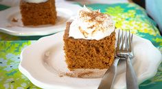 SLOW COOKER PUMPKIN CAKE Who says pumpkins just for fall? Stay cool in the kitch with this easy slow cooker cake that tastes every bit as good this time of year! Crockpot Dessert Recipes, Crock Pot Desserts, Slow Cooker Desserts, Slow Cooker Recipes, Just Desserts, Baking Recipes, Delicious Desserts, Crockpot Meals, Freezer Meals