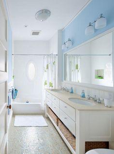 farbe fürs badezimmer blau weiß mosaik bodenfliesen wandspiegel