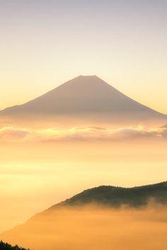 even though I no longer chant in the Golden World, Mt. Fuji, Japan. [photo by Yuga Kurita, on 500px.]