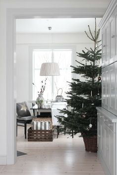 simple and beautiful Christmas decor