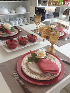 Inspire and Decorate: {Mesa Posta} To be inspired . Table Setting Design, Beautiful Table Settings, Dinning Table, Elegant Table, Deco Table, Decoration Table, Fine Dining, Dinnerware, Dishes