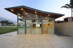 Laboratorio Urbano de Lima + Carmen Rivas Lombardi - Proyecto Sala de Usos Múltiples Colegio Privado Pió XI, Lima, Perú (2010) #educational
