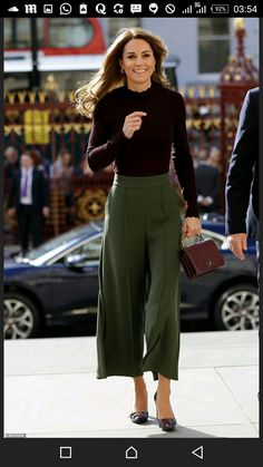 Style Fashion Tips Kate Middleton fall fashion fall style fall trends burgundy Chanel purse olive green culottes.Style Fashion Tips Kate Middleton fall fashion fall style fall trends burgundy Chanel purse olive green culottes Moda Kate Middleton, Looks Kate Middleton, Estilo Kate Middleton, Kate Middleton Outfits, Kate Middleton Fashion, Princess Kate Middleton, Casual Kate Middleton, Middleton Family, Office Outfits
