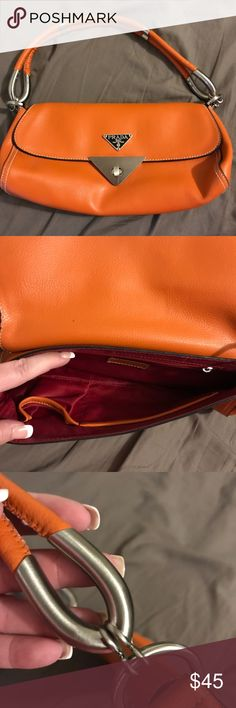 So cute for fall! Orange purse Perfect for fall or if you happen to cheer for an orange sporting team like me! This purse isn't quite burned orange but isn't bright orange either. Bags Shoulder Bags