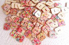 50 Bottoni in legno quadrati in Fantasia di CuciCuciCheTiPassa
